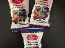 Сухофрукты с орехами в шоколаде